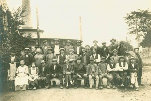 Teglværksarbejdere foran Ringovnen