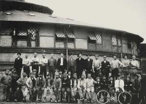 Teglværksfolk foran Ringovnen i 1904