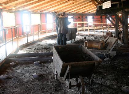 Brænderloftet. I venstre forgrund ses fyrhullerne